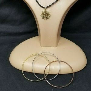 Faux jewelry set pendant and bangle bracelet set